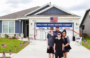 PulteGroup's Built to Honor Program Partners with Operation FINALLY HOME and the Houston Texans to Award Mortgage-Free Home to Purple Heart Veteran: https://mms.businesswire.com/media/20200528005041/en/794213/5/2020_0522_CD_OperationFinallyHome_ReuberFamily_0044.jpg