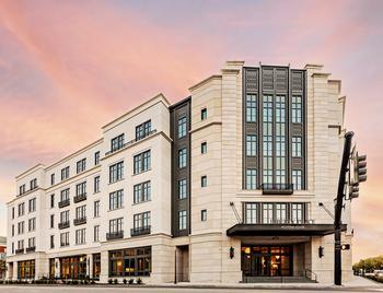 Hilton Grand Vacations Opens Luxury Timeshare Resort in Historic Downtown Charleston: https://mms.businesswire.com/media/20210601005239/en/881893/5/SC-LP-CHSLPGV-EXT-001.jpg