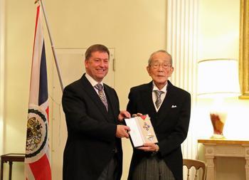 Kazuo Inamori, Global Entrepreneur and Philanthropist, Receives Honorary Knighthood from HM the Queen Elizabeth: https://mms.businesswire.com/media/20191202005276/en/759596/5/jyukunn_IMG_9589.jpg