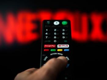 Netflix: Verängstigte Anleger geben sich mit wenig zufrieden: https://www.sharedeals.de/wp-content/uploads/2019/10/Netflix-Fernbedienung.png