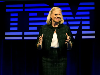 "IBM: CEO Rometty – der ""Rote Hut"" steht ihr nicht gut: https://www.sharedeals.de/wp-content/uploads/2019/10/IBM-CEO-Rometty.png"