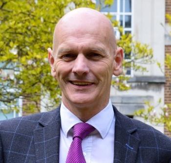 Agilent Presents Thought Leader Award to Professor Chris Elliott: https://mms.businesswire.com/media/20210601005250/en/881918/5/ChrisElliott.jpg