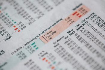 Kennzahlen an der Börse: https://unsplash.com/@markusspiske?utm_source=unsplash&utm_medium=referral&utm_content=creditCopyText
