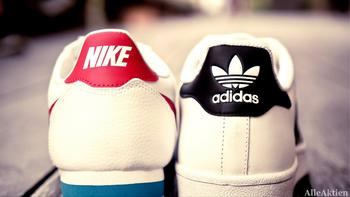 Adidas & Nike Update: Durch Direktvertrieb zu heimlichen Gewinnern der Coronakrise: https://www.alleaktien.de/wp-content/uploads/2020/12/AlleAktien-Adidas-Aktie-Aktienanalyse-Nike-Aktie-Aktienanalyse-kaufen-verkaufen-1-scaled.jpg